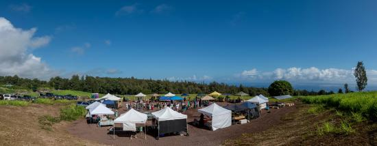 Honokaa, Гавайи: The Farmers' Market with views.