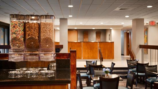 Best Western Plus Dayton Northwest: Breakfast Area