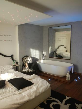 Camera da letto con vasca - Foto di Le Suite Di Giulietta ...
