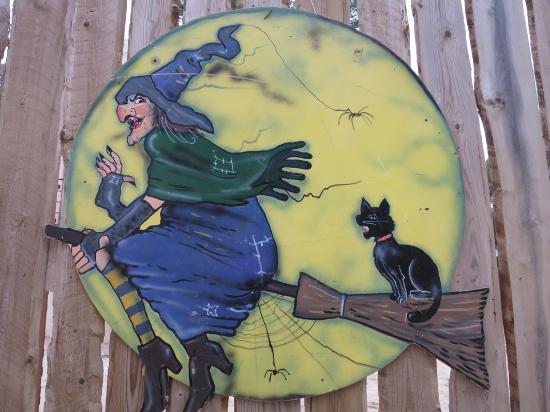 Decoration Sorciere Halloween.Décoration Sorcière Pour Halloween Picture Of Ok Corral Marseille