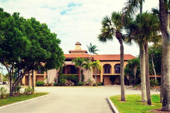 Port of the Islands Everglades Adventure Resort : Resort Entrance