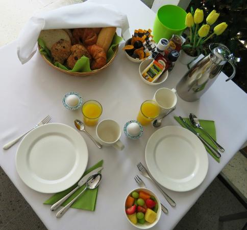 B&B Sombre di Kabana: Your breakfast table