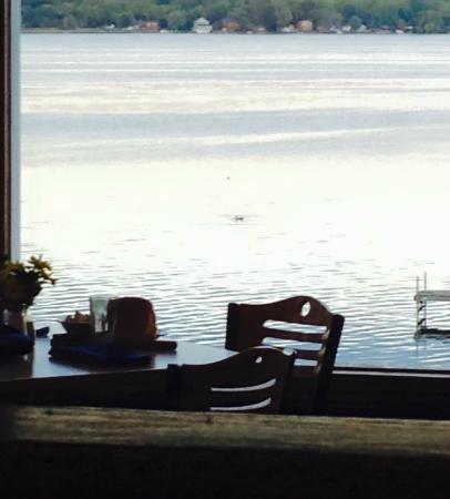 Deerhead Lakeside Restaurant & Bar: The lake is so calm