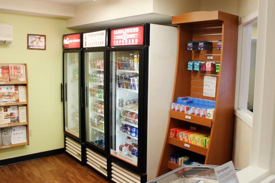 Candlewood Suites Hotel Sterling: Candlewood Cupboard