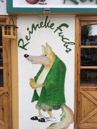 Reineke Fuchs: La mejor comida alemana que pude comer en La Paz. Muy bien ubicado en la zona de San Miguel. El