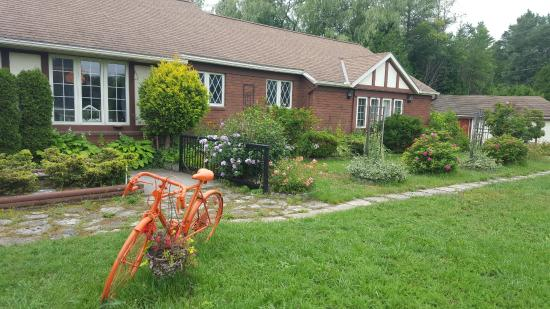 Orange Bicycle Guesthouse and Gardens