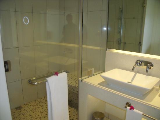 Salle de bain douche italienne - Photo de Radisson Blu Azuri ...