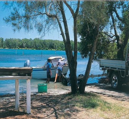 Lani's Holiday Island: Boat Ramp with direct access in to Wallis Lake