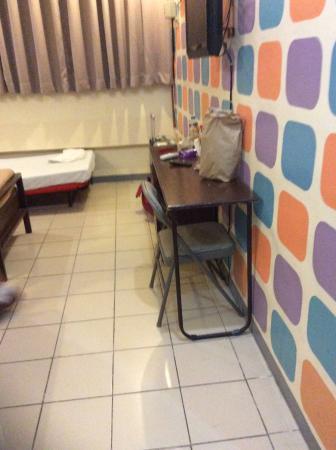 Hotel Tiffany Laoag: Room