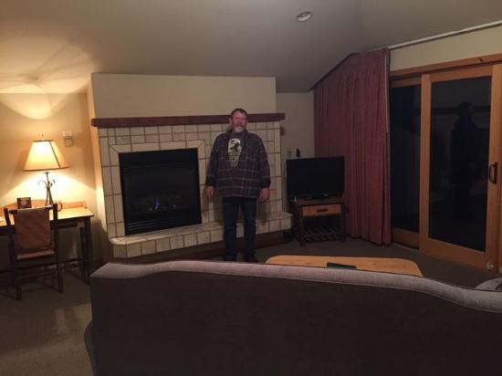 Bigfork Mountain Lake Lodge: Spacious room