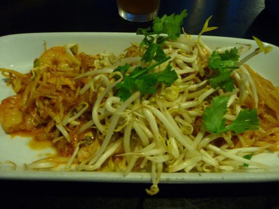 Woody S Thai Kitchen Pad Thai Rice Noodles Egg Shrimp Chicken