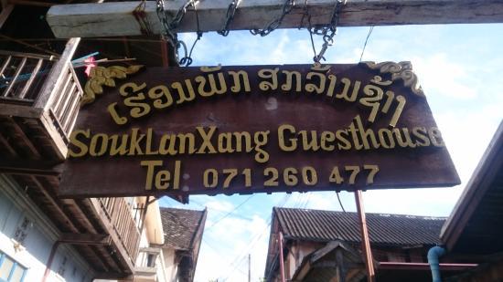 Souk Lan Xang Guest House: Placa na entrada