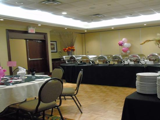 Hilton Garden Inn Toronto / Burlington: food set- up