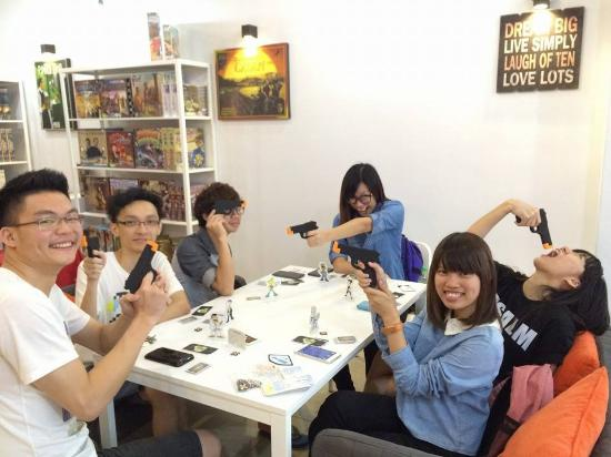 Ca$h n' Guns! - Picture of Boarders Tabletop Games Cafe