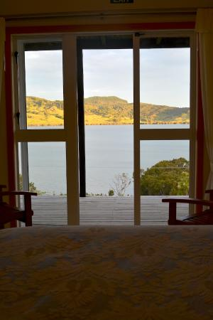 Kohukohu, Nova Zelândia: Beautiful harbour view from a comfortable bed