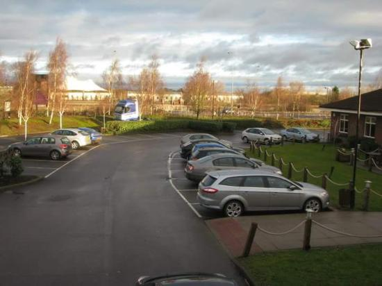 Milton, UK: View of the parking lot from room