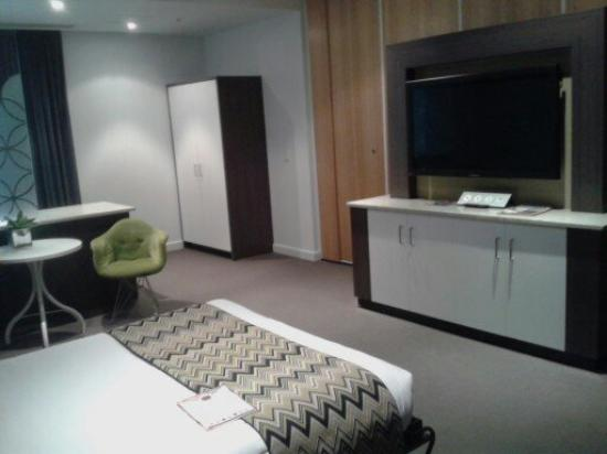 Walkers Arms Hotel: Bedroom and TV
