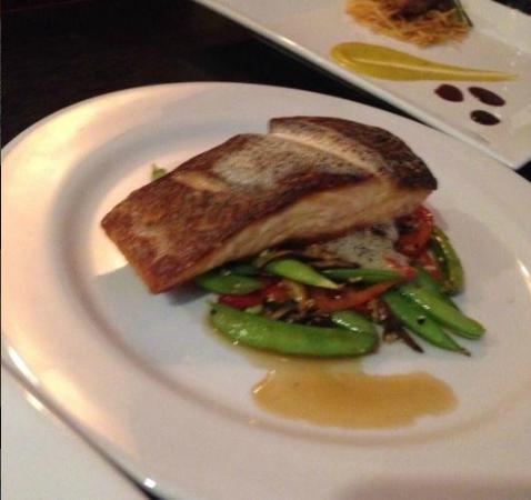 แชปปากัว, นิวยอร์ก: Fresh Salmon Made to order. Yum!