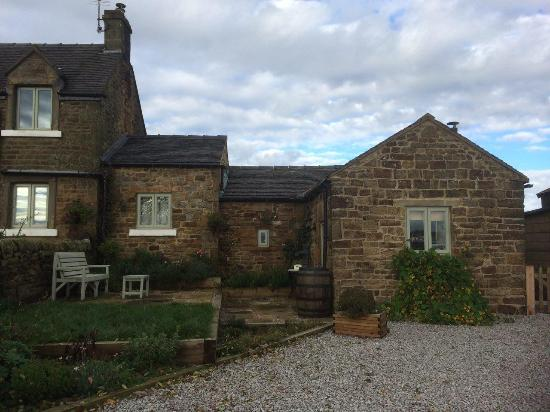 Longnor, UK: What a cute little cottage!