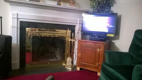 Oak Square at Gatlinburg: fireplace, tv...