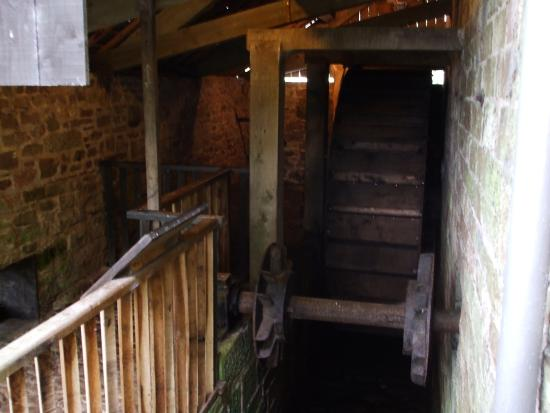 Temple Sowerby, UK: Acorn Bank - the restored waterwheel at the corn mill