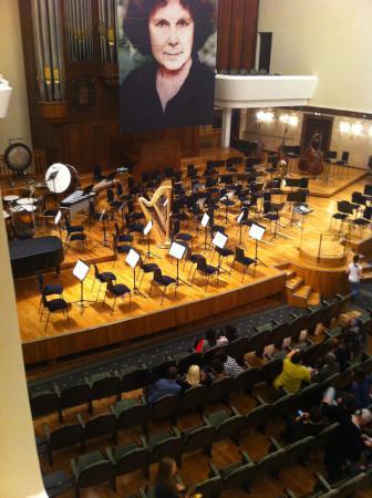 Saydashev State Big Concert Hall: Сцена перед концертом.