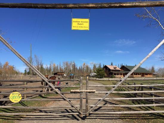 Cariboo, Canadá: Einfahrt zur Ranch