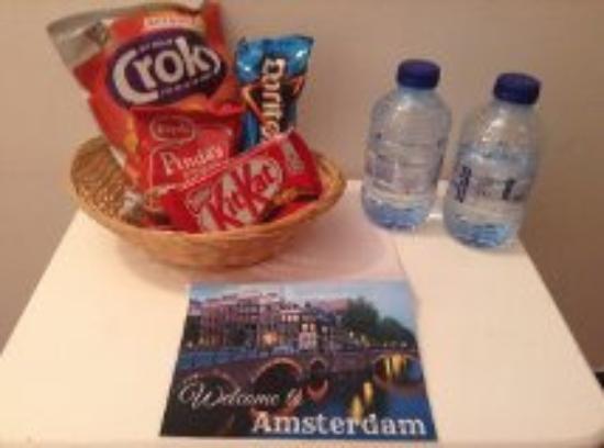 Hotel Max: Panier de bienvenue qui attendait dans la chambre: sympa!