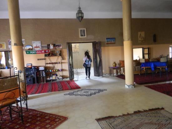 Auberge Takojt: Saliendo del comedor