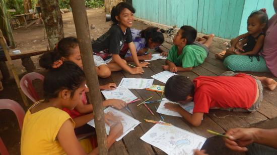 Bandanaira, Ινδονησία: Teaching activities with kids from Pulau Pisang