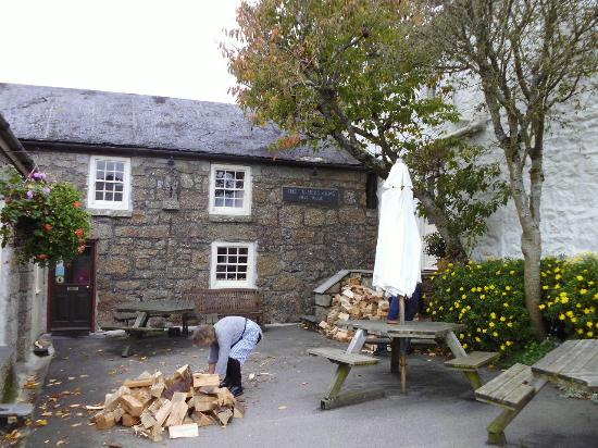 Zennor, UK: Log fires