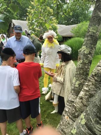 Forestburgh, estado de Nueva York: Autographs in the Garden!