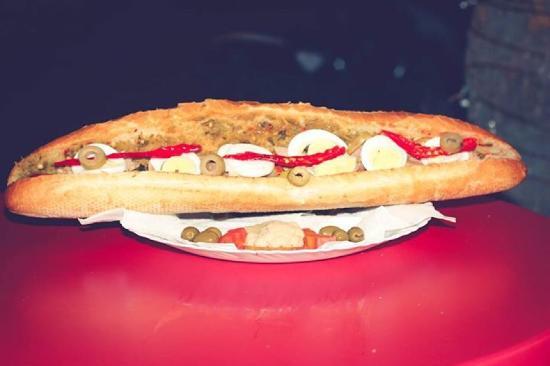 Gouvernement Sousse, Tunesien: Chaneb sandwich