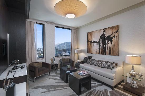 The Westin Houston Downtown: Chairman Suite Living Room