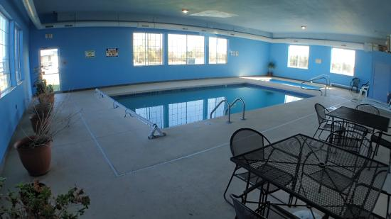 Winfield, KS: Indoor Pool & Spa