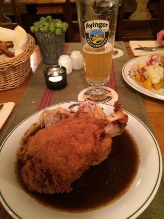 Wirtshaus Ayingers: Massive pork knuckle
