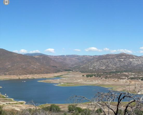 Ramona, Kalifornien: Sutherland Reservoir.  Please conserve water!