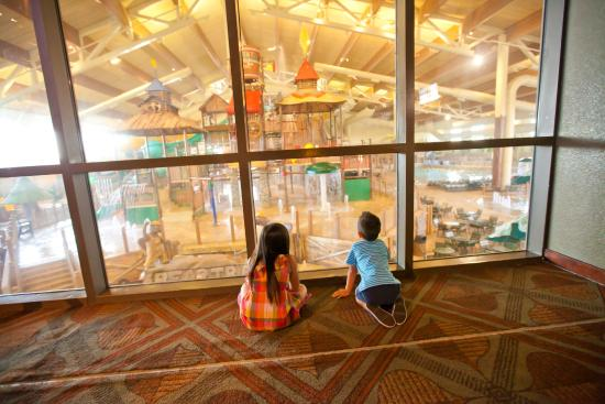 Great wolf lodge southern california indoor waterpark for The garden room garden grove