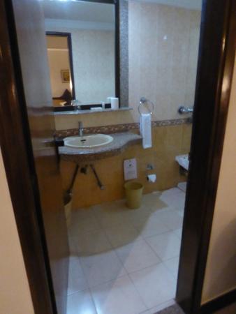 Lytton Hotel: Bathroom