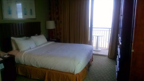 Ocean Beach Club: Bedroom and balcolny