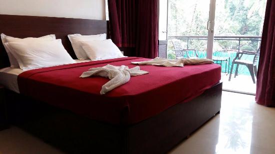 Saligão, Índia: Bed & Terrace | The Gulmohar Resort | Goa, India