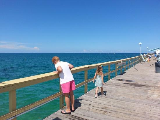 Anglins Fishing Pier : Blue water