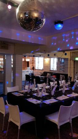 The Leam Hotel : Dance under the gitter ball!
