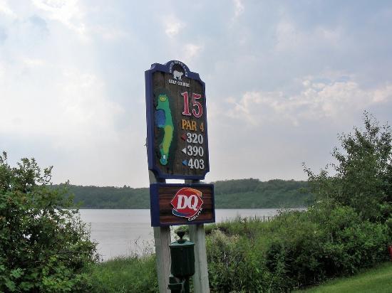 Carlyle, Kanada: Signage
