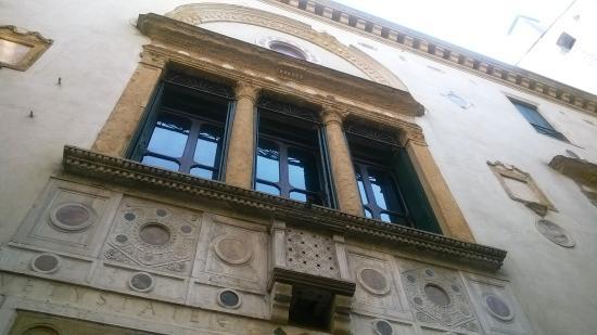 Casa degli specchi picture of casa degli specchi padua - Specchi in casa ...