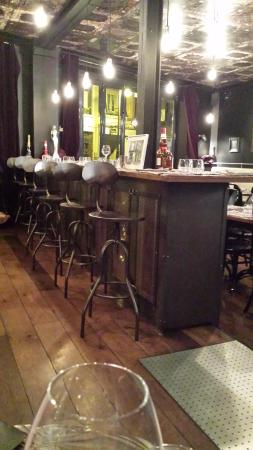 La salle picture of restaurant le garage deauville for Restaurant le garage deauville