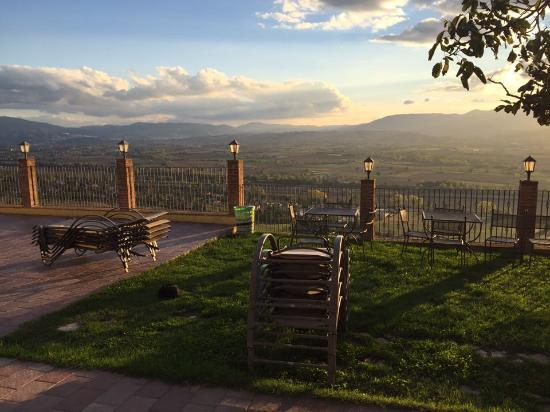 Country House Le Vedute : Vista dal hotel