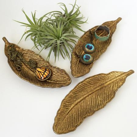 Berryville, VA: Feather jewelry dishes