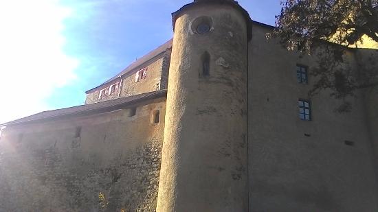 Schloss Schenna und Mausoleum: Замок