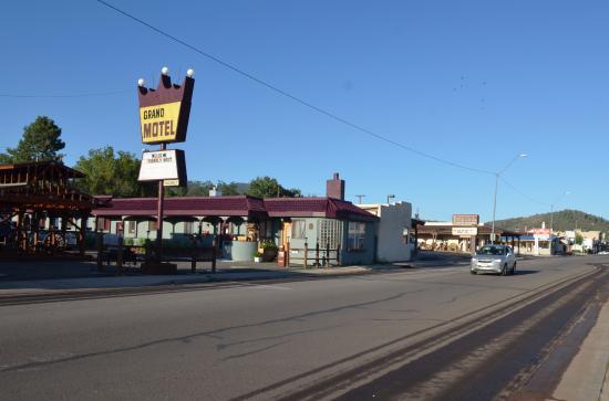Grand Motel: outside